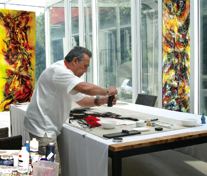 David Roche, Artist - Picture Copyright www.daroartcollection.com